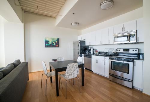 Hollywood Aurora Apartment - Los Angeles, CA 90028