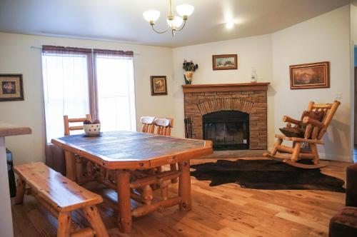 Classic Chalet, 3 Bedrooms, Mountain View, Mountainside