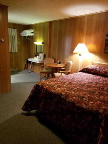 Buckhorn Resort, Alger