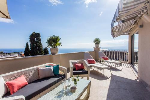 One Bedroom Apartment Penthouse with Terrace and Sea View