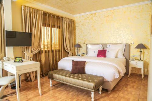 HotelParticular Destiny Suites