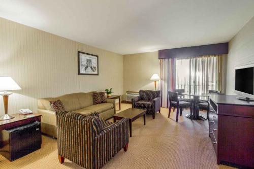 Wyndham Garden Hotel Newark Airport - Newark, NJ NJ 07114