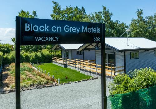 Black on Grey - Accommodation - Geraldine