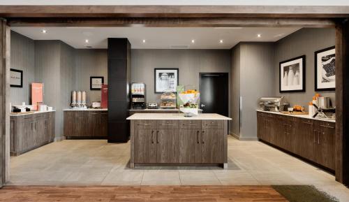 Hampton Inn & Suites By Hilton Quebec City -Saint-Romuald - Photo 6 of 73