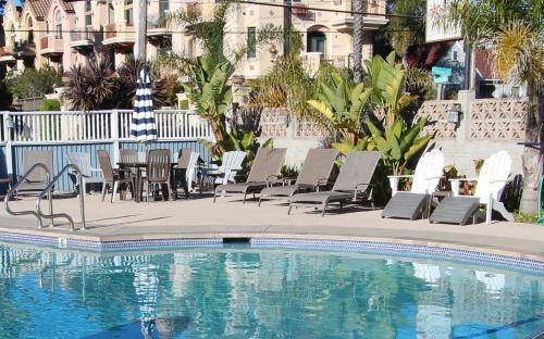 . Edgewater Beach Inn & Suites