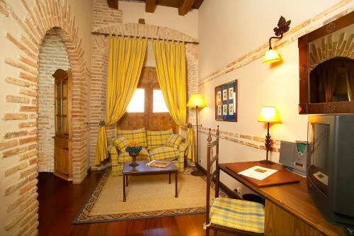 Double or Twin Room - single occupancy Hotel Real Monasterio de San Zoilo 10