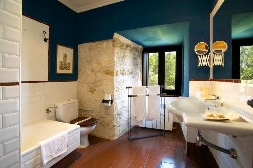 Double or Twin Room with Extra Bed Hotel Real Monasterio de San Zoilo 13