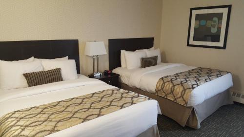 Coast West Edmonton Hotel & Conference Centre - Edmonton, AB T5S 1B2