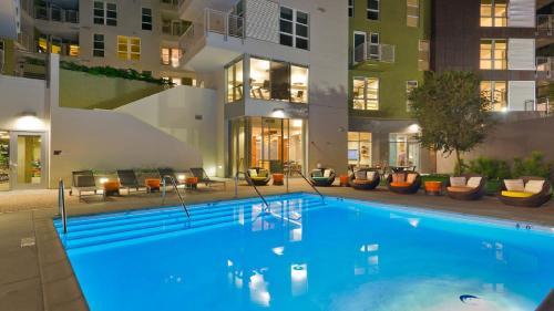 HotelDtla Los Angeles Gorgeous Rental Pool