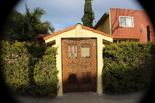 1920's Spanish Beach Bungalow - Venice, CA 90291