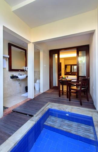 Kamar Deluxe Double dengan Kolam Renang Kecil Pribadi dan Bir Sambutan Gratis (Deluxe Double Room with Private Plunge Pool and Free Welcome Beer)