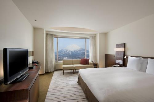 Deluxe King Room with Mount Yotei View