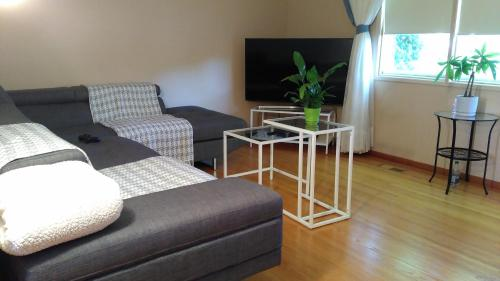 Double Tree Family Homestay (Bed and Breakfast)