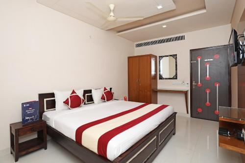 OYO 10249 Hotel Gurukripa