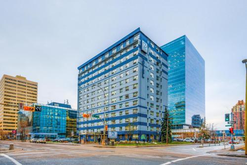 Regency Suites Hotel - Calgary, AB T2P 0K1