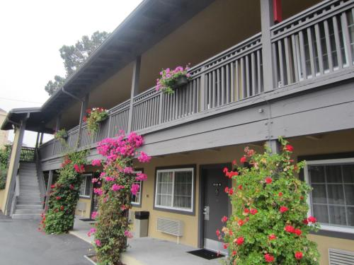 Super 8 by Wyndham Monterey/Carmel - Monterey, CA CA 93940