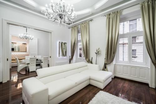 Opera Balkony Luxury Apartment photo 17