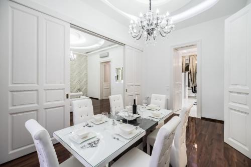 Opera Balkony Luxury Apartment photo 26