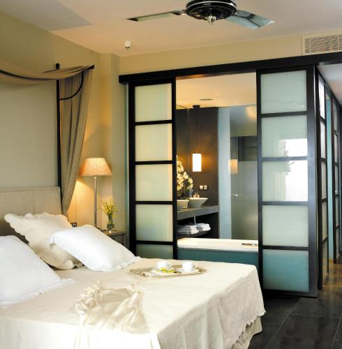 Deluxe Double or Twin Room (2 Adults)