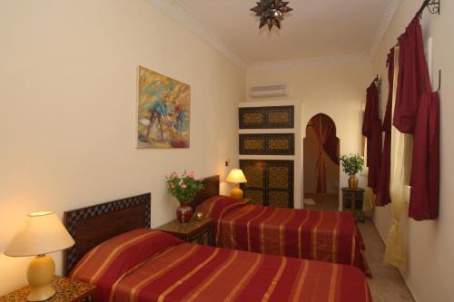 Riad petit Karmela istabas fotogrāfijas