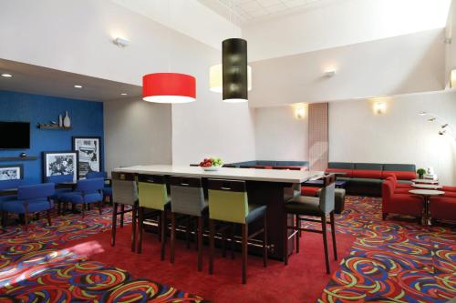 Hampton Inn & Suites Anaheim/Garden Grove - Garden Grove, CA CA 92840