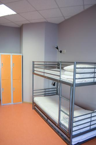 Cameră mică twin cu pat supraetajat (Small Twin Room with Bunk Bed)