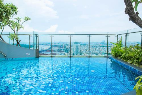 Infinity Edge Pool Apartment Icon 56