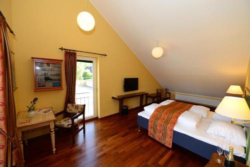 . Hotel and Restaurant Fru Larsen