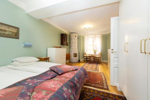 Lady Hamilton Apartments photo 60