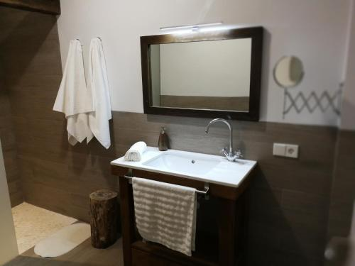 Four-Bedroom House Casa Rural Aromas del Campo 3