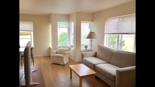 Fully Furnished 48 Bedroom Apartment BellevueSeattle Metro Area New 2 Bedroom Apartments Bellevue Wa