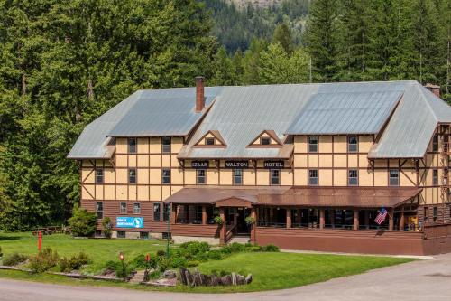 Izaak Walton Inn Resort/Hotel Essex in MT