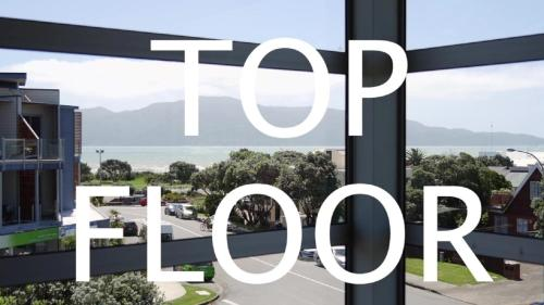 Top Floor Bed and Breakfast - Accommodation - Paraparaumu Beach