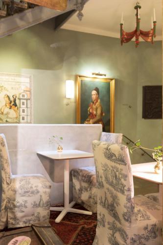 Collector's Lady Hamilton Hotel photo 61