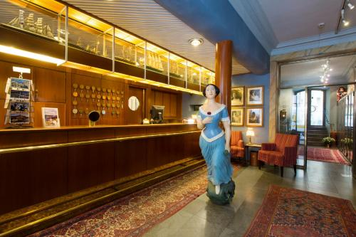 Collector's Lady Hamilton Hotel photo 71