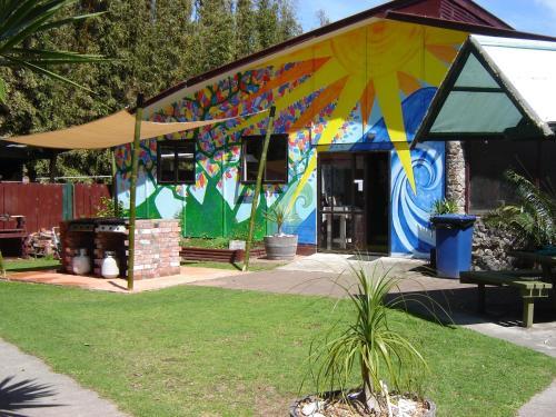 Ahipara Holiday Park (B&B)