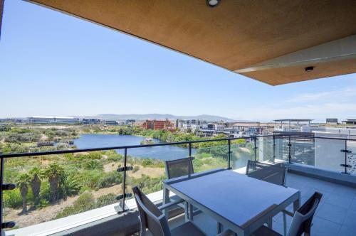 Waters Edge Luxury Apartments Улучшенные апартаменты с 2 спальнями