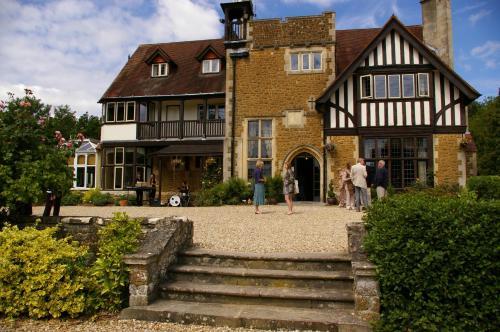 . Farnham House Hotel