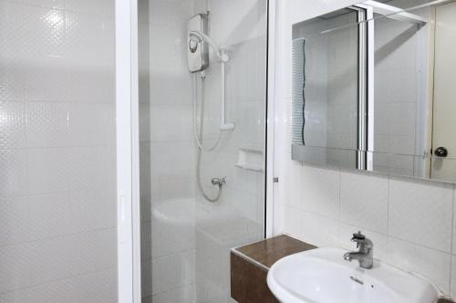 ZEN Rooms Aryan Suites photo 2