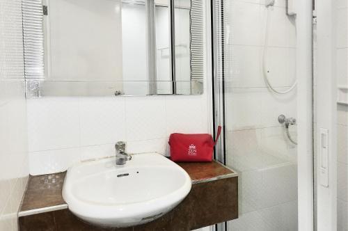 ZEN Rooms Aryan Suites photo 3