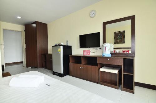 ZEN Rooms Aryan Suites photo 13