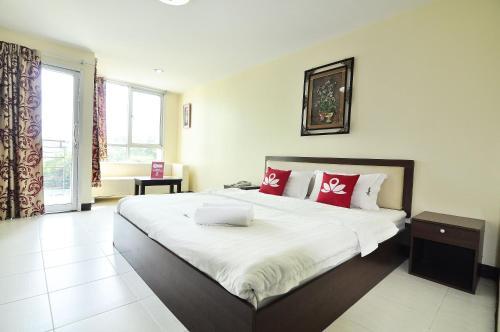 ZEN Rooms Aryan Suites photo 16