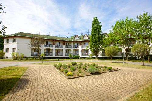 Hotel Auguszta Hotel És Diákszálló