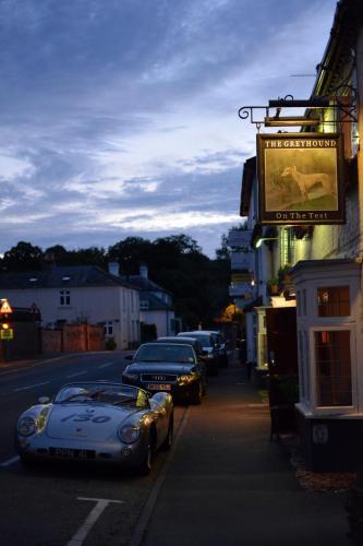 31 High Street, Stockbridge, Hampshire SO20 6EY, England.