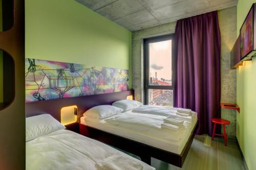 MEININGER Hotel Berlin East Side Gallery photo 3