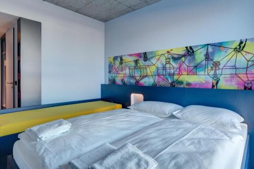 MEININGER Hotel Berlin East Side Gallery photo 15