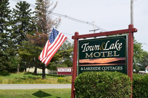 Town & Lake Motel & Cottages - Rangeley, ME 04970
