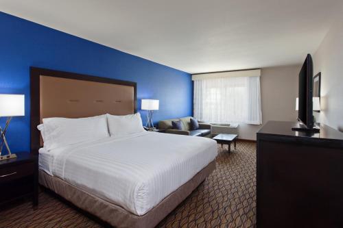 Holiday Inn Express Colton - Colton, CA 92324
