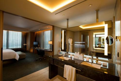 Staycation Offer - Grand King Executive Corner Suite