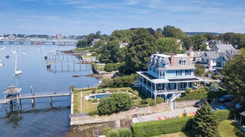 Sanford-Covell Villa Marina - Accommodation - Newport
